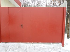 'Ворота с врезной калиткой из металла'
