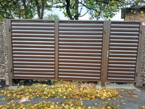 'Откатные ворота из металлосайдинга'